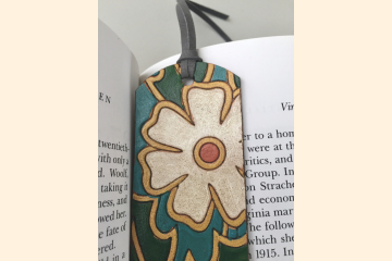 White Retro Daisy Leather Bookmark