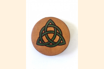 Green Triquetra Magnet with White Background